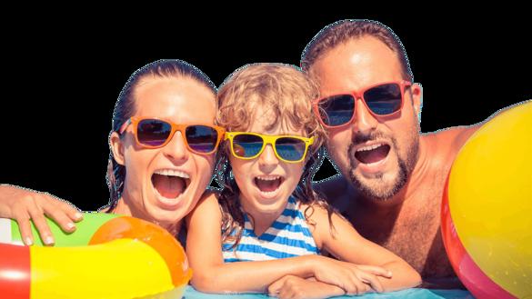 familia en vacaciones  - PISCINAS
