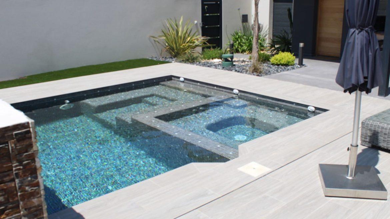Construcción de piscina, spa, terraza y fuente de agua