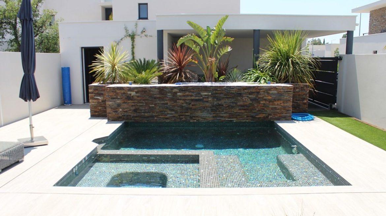 Piscina, spa, terraza, fuente de agua